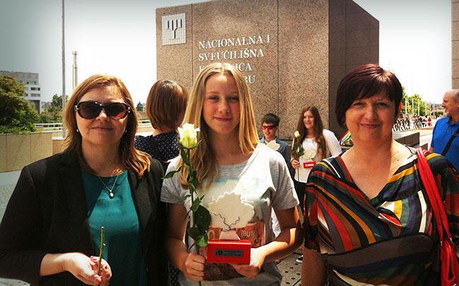 Ema sa svojom mentoricom profesoricom Marijom Matić i majkom