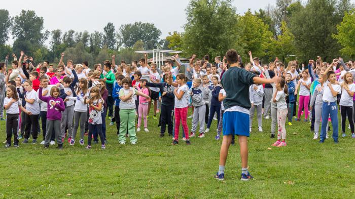 Učenici i učitelji zajedno vježbaju