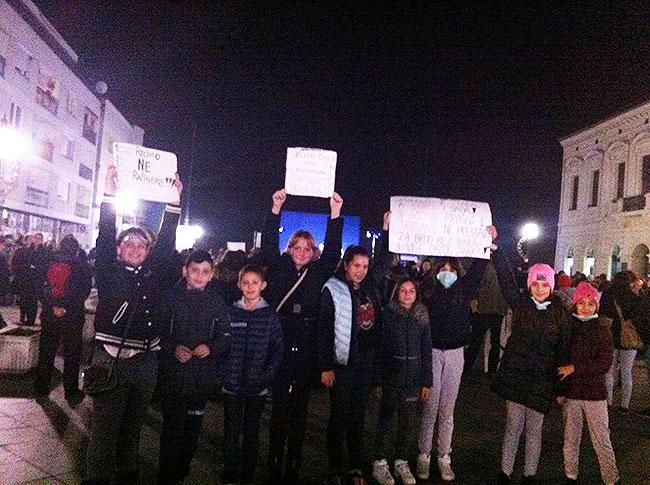 Učenici 6.b razreda sudjelovali su u prosvjedu