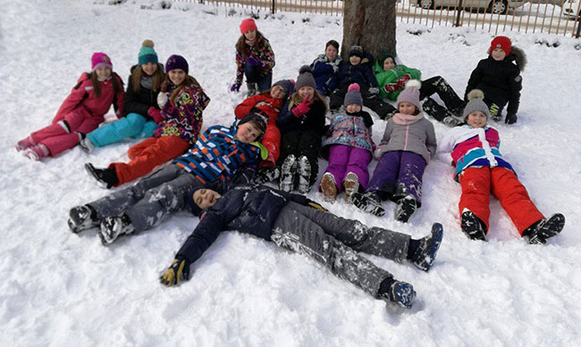 Zimske radosti u školskom dvorištu