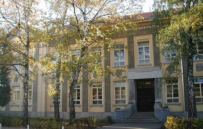 Školska zgrada