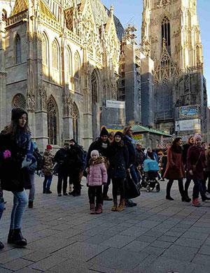 Nina ispred katedrale sv. Stjepana