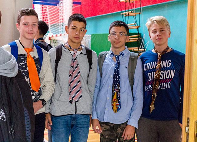 Dečki nose kravate