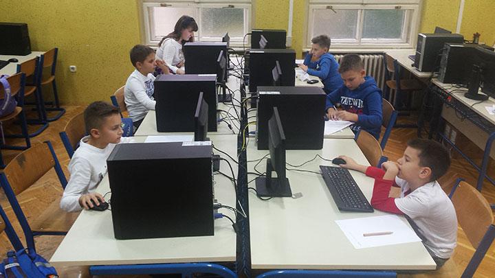 Učenici za računalima