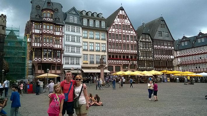 Ana u Frankfurtu s roditeljima