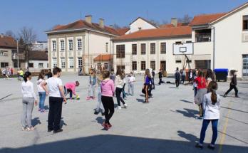 Školska zgrada i školsko dvorište